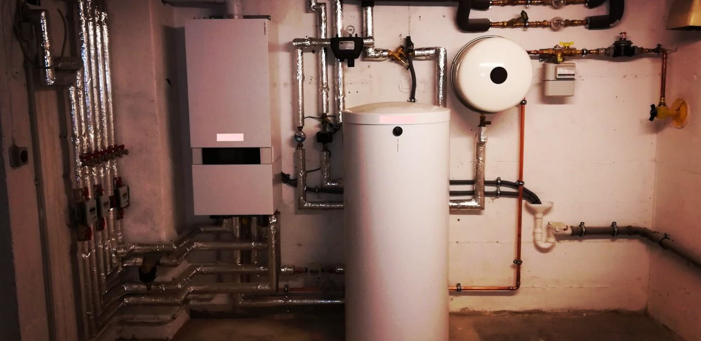 Beitrag über die Heizungsmodernisierung mit Schwerpunkt auf Brennwerttechnik und welche KfW Förderung zur Verfügung stehen kann.